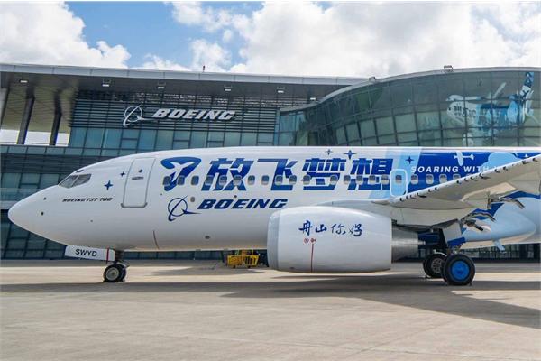 Boeing plane coated by AkzoNobel